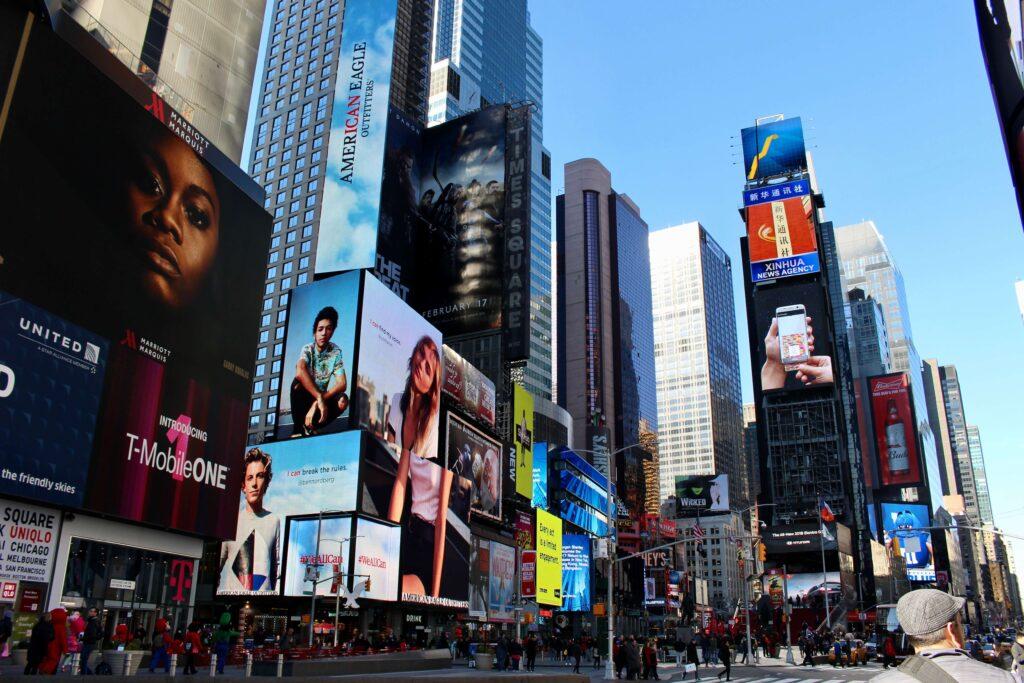 タイムズスクエア看板